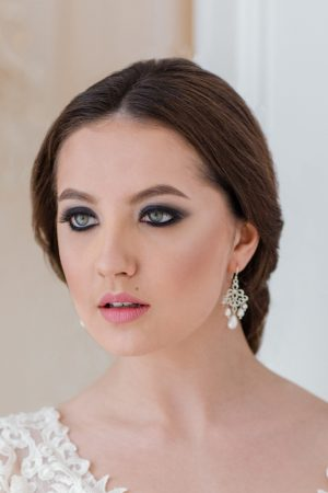 bridal chandelier earrings, silver pearl chandelier earrings, bridal statement earrings, pearl wedding earrings, bridal jewellery