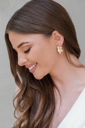 bijuterii perle mireasa, cercei statement aurii, cercei perle mireasa, cercei mari cu surub, bijuterii nunta